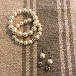 Pearl and rose gold bracelet and earring set